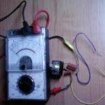 Проверяем работу генератора измерением напряжения и силы тока
