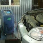 Заправка автомобильного кондиционера при помощи автоматической установки